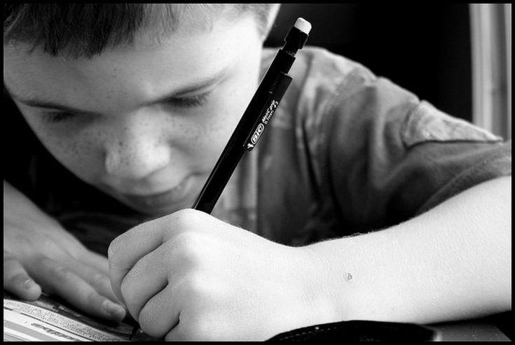 Cómo detectar un trastorno en la escritura de tus hijos: trucos para papás