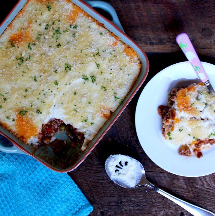 Shepherd's Pie topped with Cauliflower and Leek  #shepherdspie #healthy #sneakymommies #cauliflower #leek #recipe #recipeoftheday