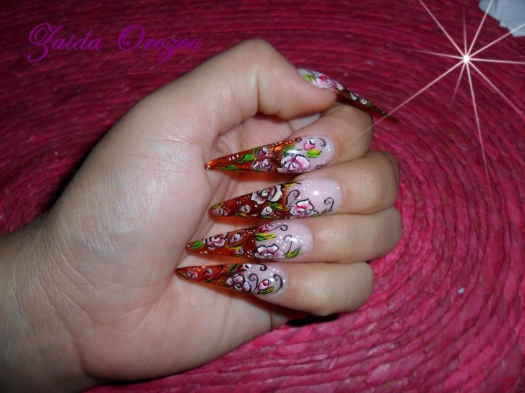 diseño de uñas con micro-pintura a mano alzada