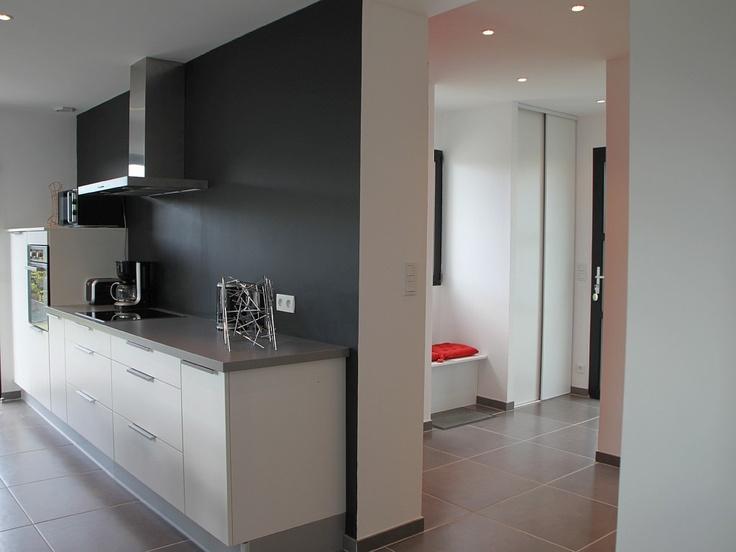 Blanc et gris argent mur noir ma future cuisine pinterest - Cuisine mur blanc et gris ...