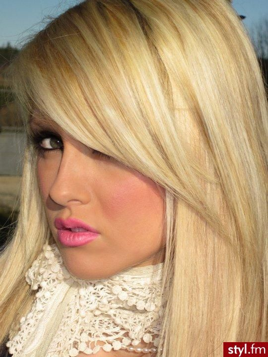 side bangs with blonde hair