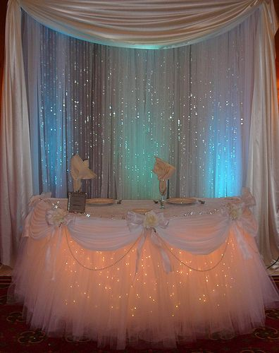 Table with lights for the cake  table