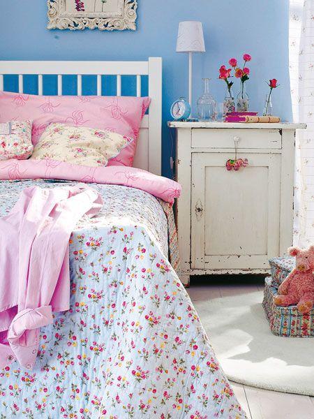 Eine Kommode im Shabby chic macht das Schlafzimmer so richtig gemütlich. #shabbychic