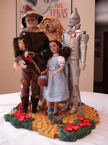 """2006 Tonner Con Wizard of Oz Centerpiece NRFB - Centerpiece includes the base and 4 dolls with boxes plus Toto. The Base is the """"Yellow Brick Road."""" made of resin and about 16.5"""" x 15""""."""