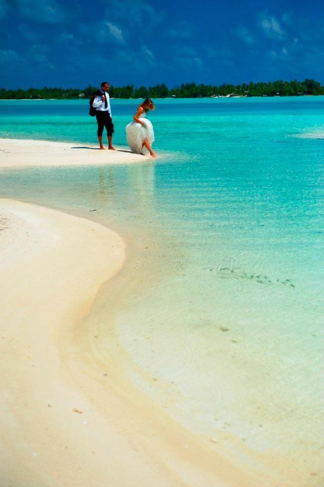 best beach wedding locations on budget%0A Tahitian wedding