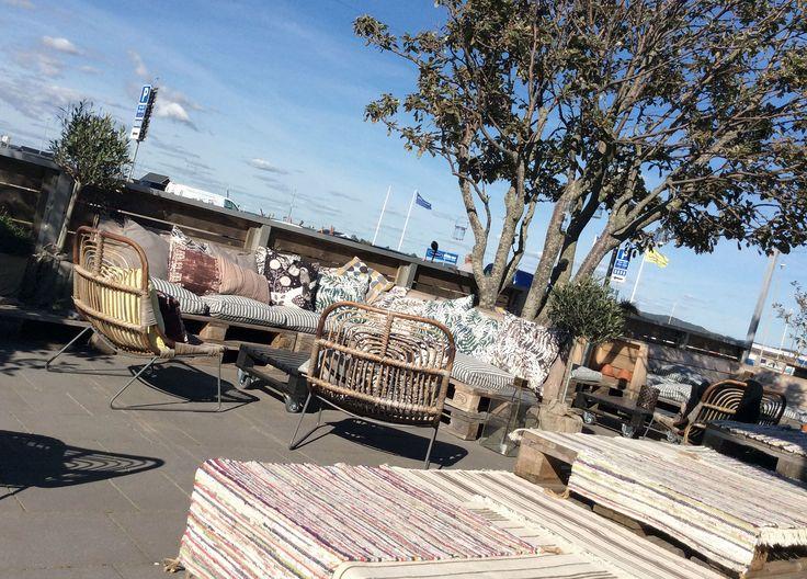 Loungedelen på restaurang Hattaviken, byggd av lastpallar. #lastpall #pallets