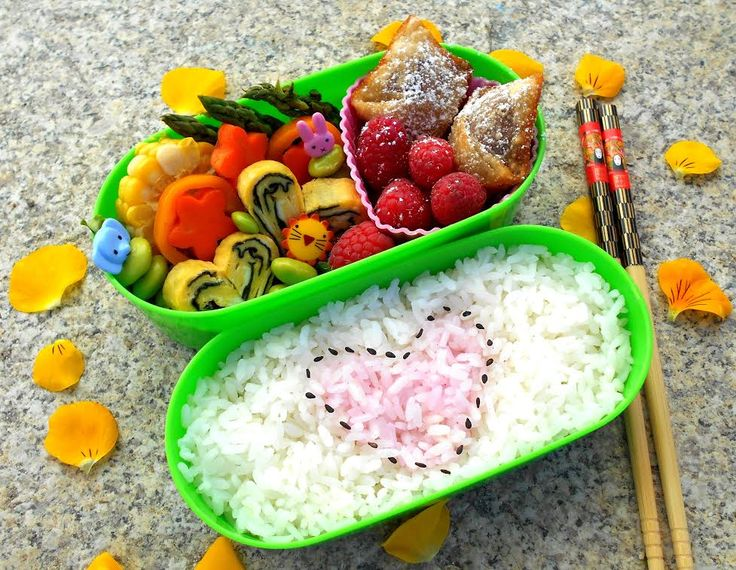 #96 Sophie USA My Sweet Tooth Bento features dessert wontons filled with chocolate and strawberries, alongside fresh raspberries, and dusted with powdered sugar.  The meal portion includes tamagoyaki with nori and vegetable sides. The rice is partially colored with Furikake Deco.