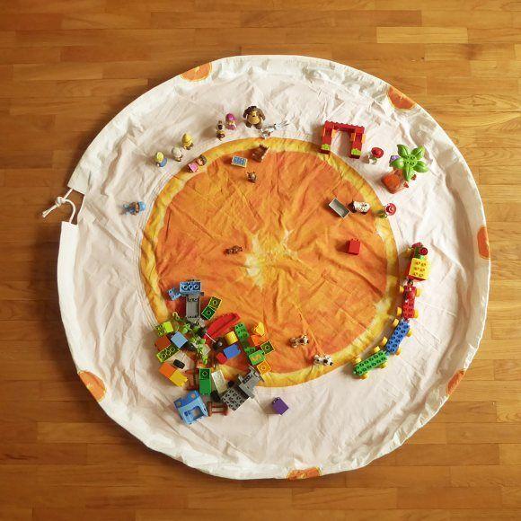 Play play play ! On the mat, in the bag! . . . . . .  #andreiaanaif #madeinportugal #handmade #artesanato #artesanatotextil  #sewingforkids #toysbagmat #legobagmat #playmat #orange #toysmat #nurserydecor #babyplaymat #mattoplay #faststorage #bagmat #custommade #tapetesaco #tapetebolsa #laranja