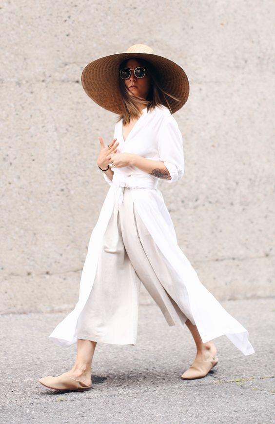 Whisper by Sara | mules bege em um look branco com calça culotes e chapéu de palha | @whisperbysara || via The Fashion Medley
