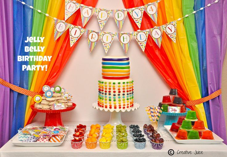 Una preciosa mesa de dulces para una fiesta arcoiris - me encantan las cortinas! / A lovely sweet table for a rainbow party - I love the curtains!