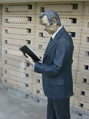 17 best images about reading sculptures on pinterest for John seward johnson i