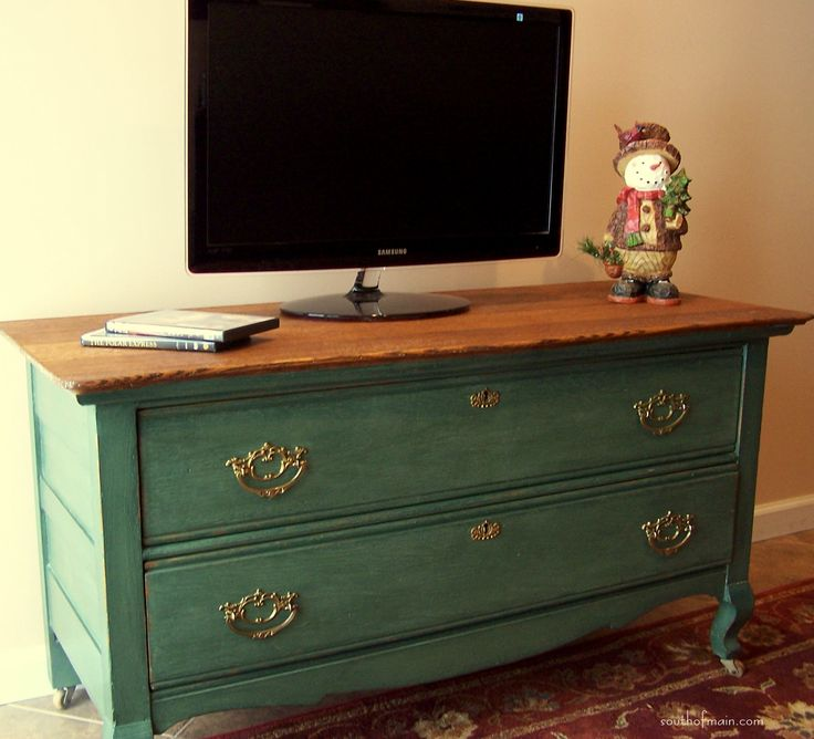 painted it with CeCe Caldwell Michigan Pine. It has a real Emerald Green tone that I love!