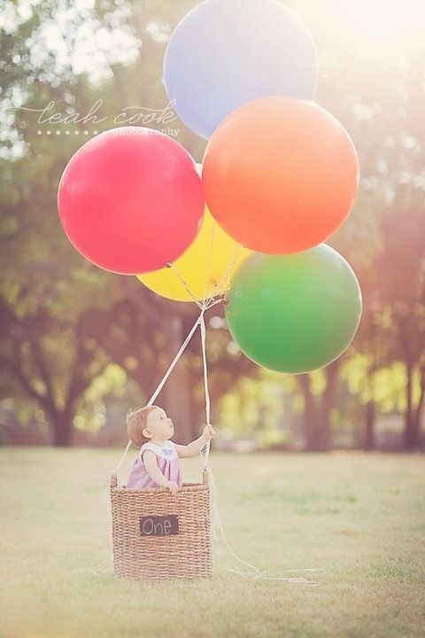 Love this photograph for baby's one-year pictures! Display at the circus themed party. #socialcircusBalloons Baskets Baby Pictures, Photos Ideas, Baby Pictures With Balloons, 1St Birthday Photos, Theme Parties, Birthday Pictures, One Years Pictures, Baby Birthday, Hot Air Balloons