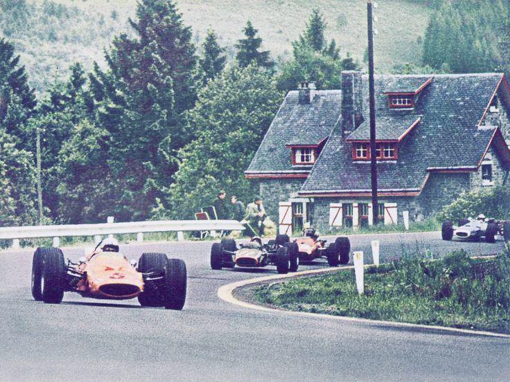 Bruce MacLaren (MacLaren-Ford) 1er du Grand Prix de Belgique - Spa Francorchamps - 1968 - Suivi par Pedro Rodriguez (BRM) 2éme et Jacky Ickx (Ferrari) 3éme Formula 1 HIGH RES photos (Old and New)...