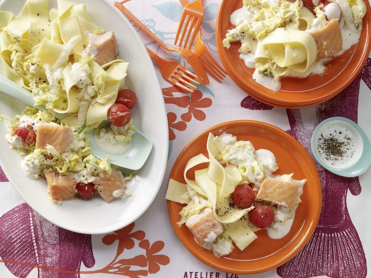 Lachs in Rahmgemüse - Familienessen (2 Erw. und 2 Kinder) - smarter - Kalorien: 604 Kcal - Zeit: 25 Min.   eatsmarter.de Sieht dieser Lachs nicht köstlich aus?