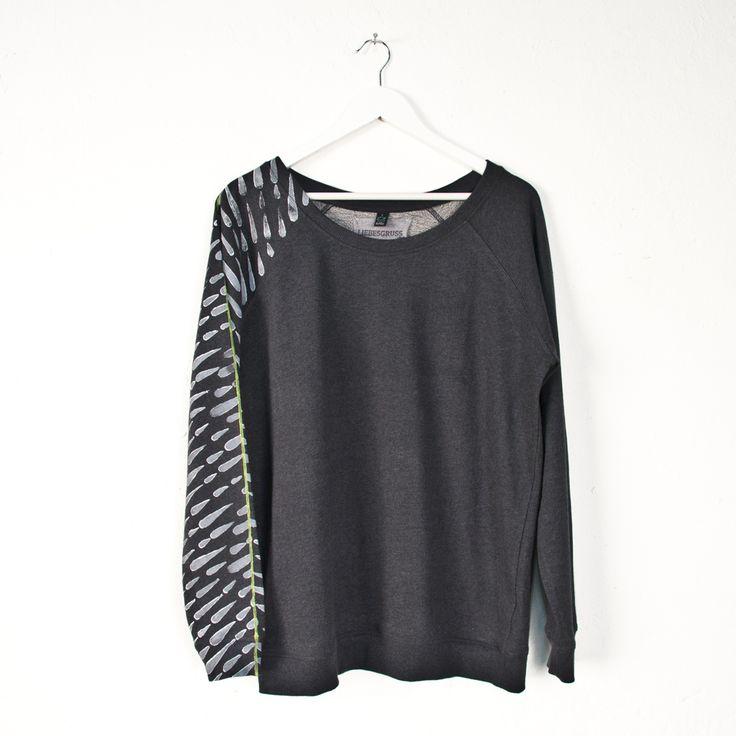 Sweatshirt €65.00 | Liebesgruß