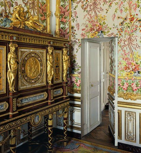 The jewelry armoire at left, designed by Ferdinand Schwerdfeger for Marie Antoinette and decorated with bronzes by Pierre-Philippe Thomire, arrived at Versailles in 1787, two years before the start of the French Revolution.