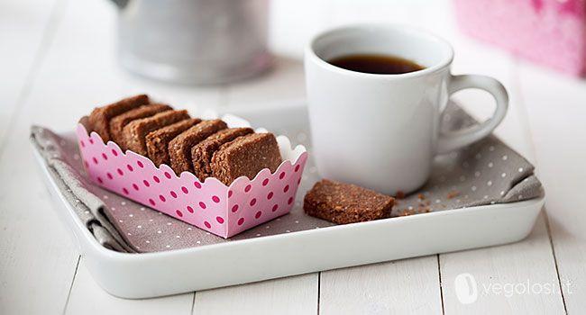 Questi biscotti vegan al riso e cacao sono biscotti vegan davvero buonissimi, friabili e veloci da preparare. Ecco la ricetta per prepararli a casa!