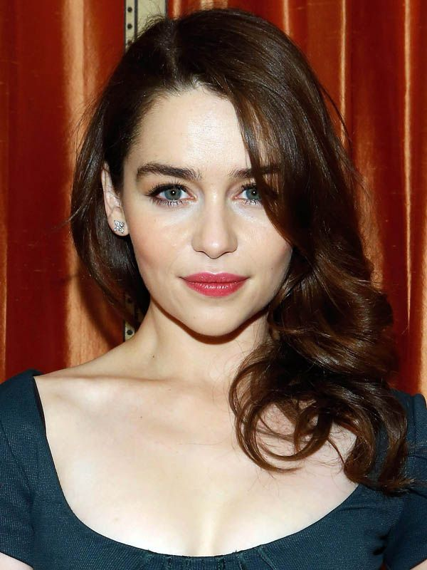 Look of the day: Emilia Clarke's highly covetable skin-hair contrast http://beautyeditor.ca/2013/03/07/look-of-the-day-emilia-clarkes-highly-covetable-skin-hair-contrast/