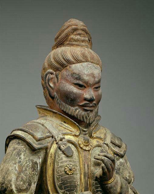 興福寺八部衆・畢婆迦羅像:大蛇ニシキヘビを神格化したという。経典に説く「摩睺羅伽」に相当するものとされるが定かでない。顎ひげを蓄え、他の八部衆に比べてやや老相である。https://t.co/xPbCXzlE0k