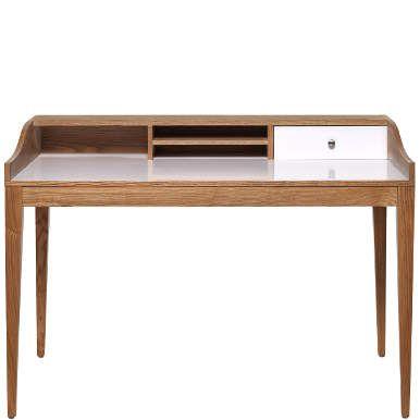 Viel Platz für Kreativität bietet Lennox als moderne Interpretation eines Sekretärs. Das stylische Designobjekt kombiniert naturfarbene Eiche mit aufgeräumten Weiß und konzentriert sich auf das Wesentliche: einen rundum stimmigen Look und klare Funktionalität für alle Ihre Schreibtischarbeiten.