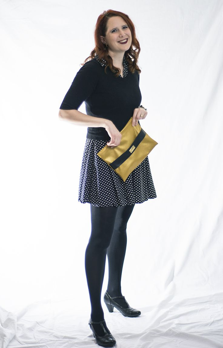 Look stylish with our gold vegan clutch bag. Shop at vilmaboutique.com