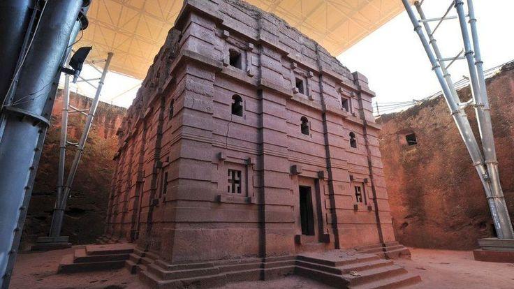 A grande pirâmide de Gizé, no Cairo, é considerada uma das sete maravilhas do mundo antigo.