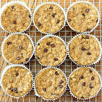 Make these oatmeal cupcakes, with banana and chocolate chips for a quick and healthy breakfast. #healthyrecipes #breakfastrecipes #everydayhealth | everydayhealth.com