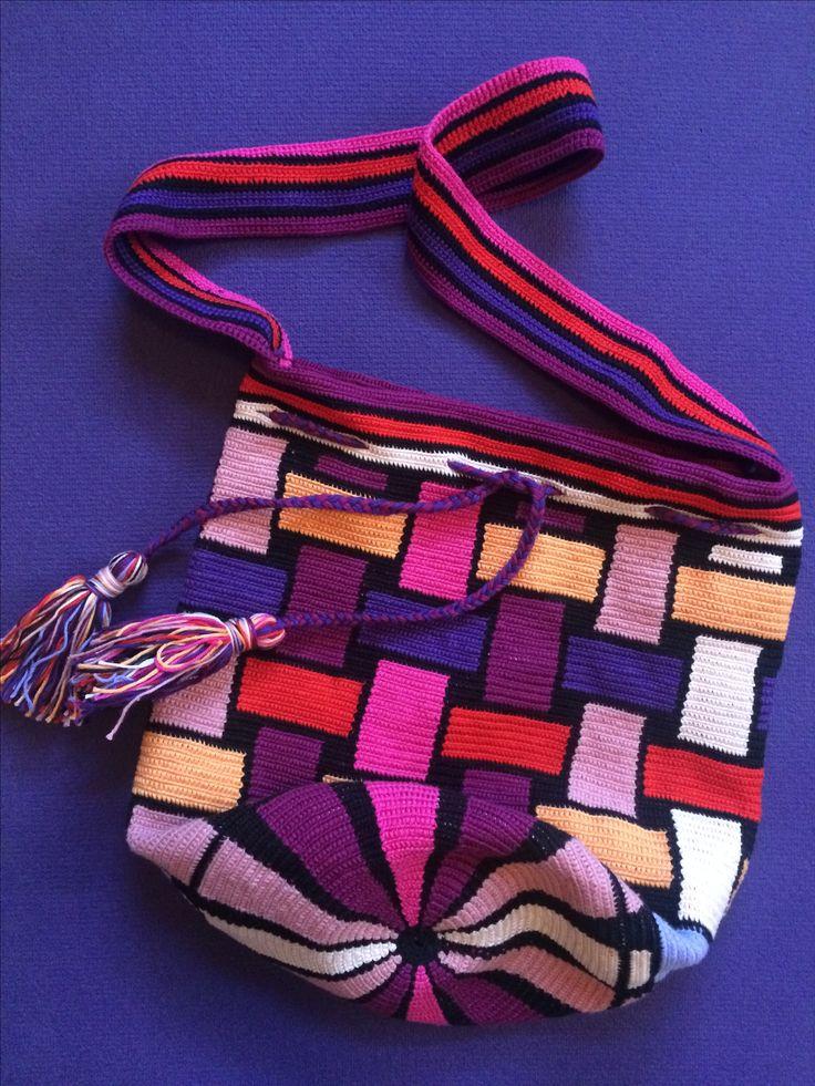 Mochillabag 6: vlechtwerk-'17/8 #storelatina #storelatinaperu #bolso #cosmeticos #perfumes #fragancias #relojes #relojmujer