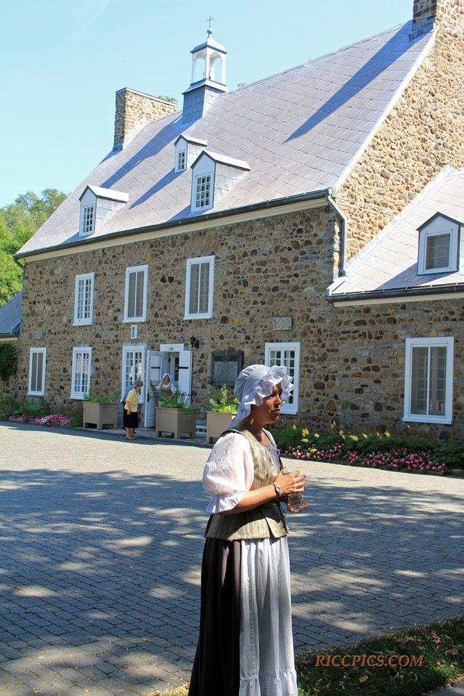 Maison St-Gabriel - Lieu d'accueil des Filles du Roy de 1668 à 1673, puis école et maison de ferme, à présent musée et monument d'intérêt national.