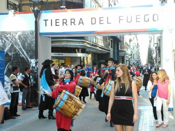 Suenan los bombos en La Casa de Tierra del Fuego en La Noche de las Provincias, Más info sobre viajes en www.facebook.com/viajaportupais #lanochedelasprovincias #tierradelfuego #patagonia #turismo #viajes #argentina #viajaportupais