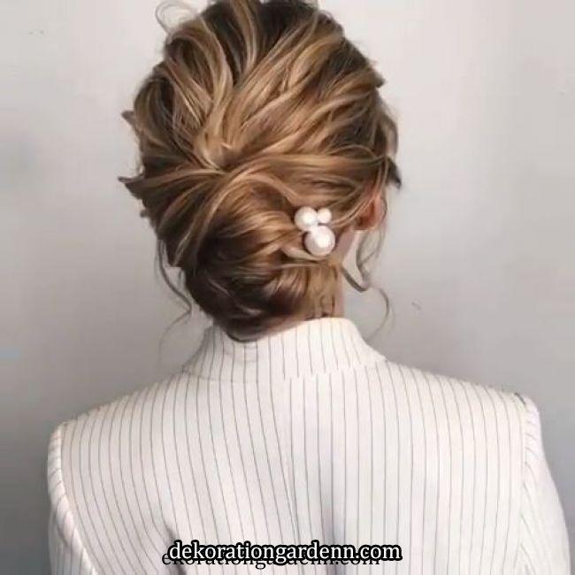 ❤️ - #hochgesteckt #typesofhairstyles ❤️ - #hochgesteckt in 2020 | Bridal hair updo, Wedding hairstyles for medium hair, Long hair styles
