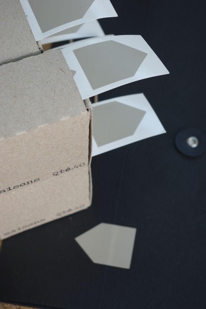 Image of Distributeur de 40 maisons grises (sticker)