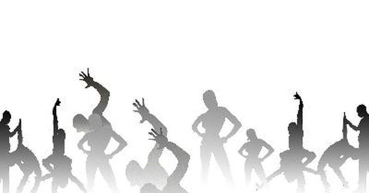 Cómo convertirse en instructor de Zumba. Zumba es un programa de fitness diseñado en base a la música latina de paso rápido. El fundador de Zumba, Beto Pérez, es un profesional de fitness de Colombia, América del Sur, quien ahora es un entrenador estrella en los Estados Unidos. Este programa utiliza una variedad de movimientos y pasos de baile rápidos para tonificar los músculos y quemar ...
