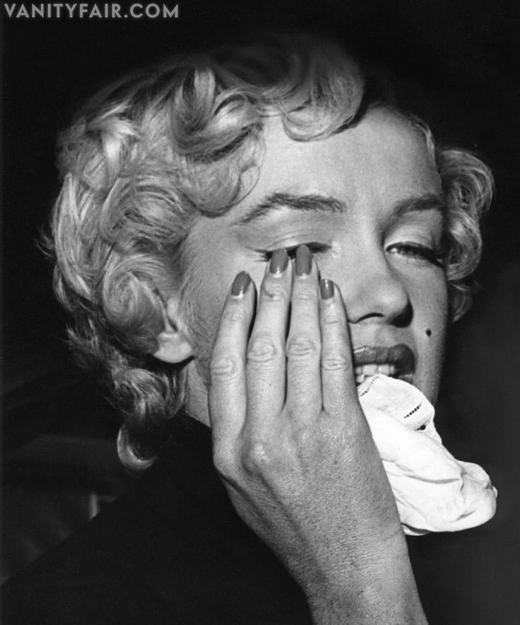 Photos: Marilyn Monroe: The Metamorphosis The day Marilyn announced her separation and pending divorce from Joe DiMaggio - October 1954