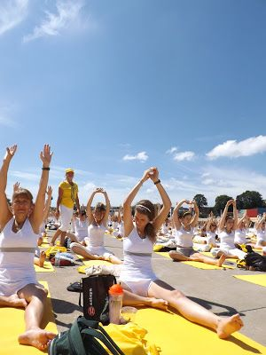Yoga pour la paix au stade olympique