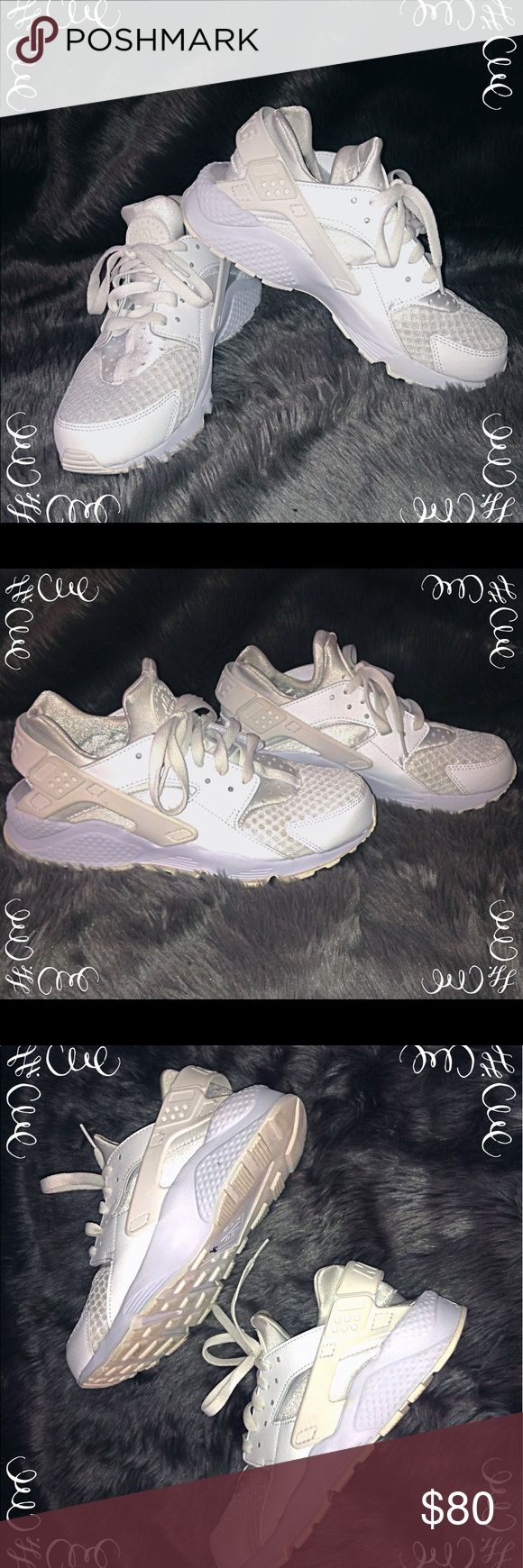 👟 White Nike Huaraches👟 All white Nike Huaraches!! Size 8! Lightly used, worn maybe 4 times. In perfect condition! Originally priced at $110! Nike Shoes Sneakers
