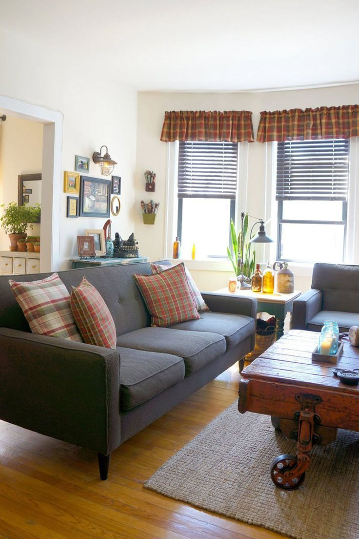 We're Crushing on the Primitive Country Decor in This City Apartment - Farmhouse Decorating Ideas