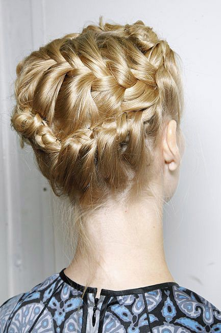 Cuatro peinados de pasarela para novias - Foto 4