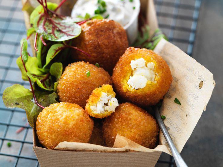 Découvrez la recette Boulettes de quinoa au curcuma & Chavignol sur cuisineactuelle.fr.