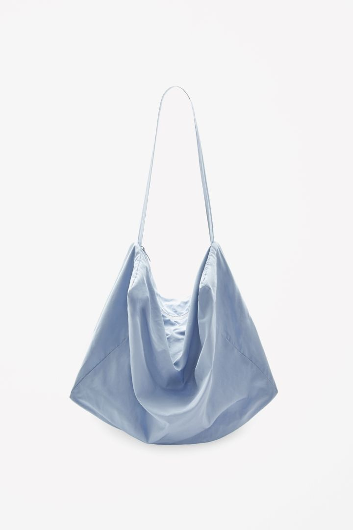 COS | Nice for all you're extra things you need to carry (replace the plastic bag...take this one) @Mara