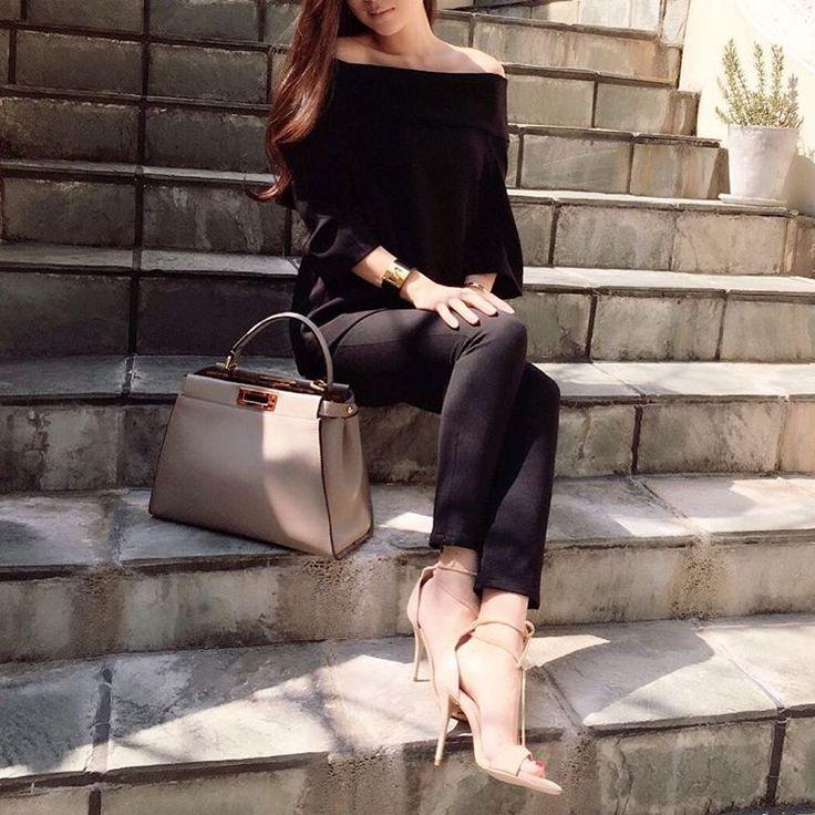 昨日とは真逆のブラックコーデ❤️ ・ tops #duexiemeclasse ・ pants #bananarepublic ・ shoes #zara #ザラ bag #fendi #フェンディ bangle #hermes ・ ・ #ootd #outfit #ootd_kob #coordinate #basic #style #beau_stagrammer #kurashiru #kaumo_fashion #4yuuu #ponte_fashion #locari #fashion #instafashion #今日の服 #今日のコーデ #ファッション #シンプル #ベーシック #コーディネート #ママコーデ #スナップミー #シンプルコーデ
