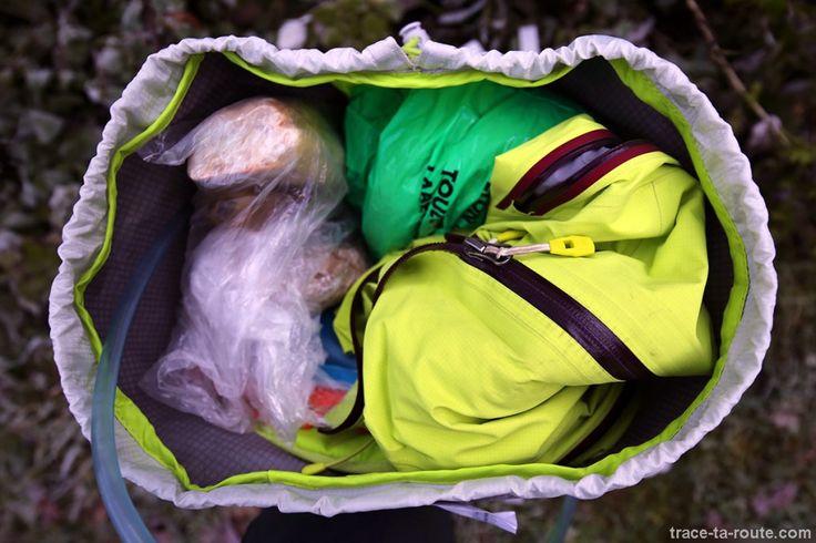 Que prendre quand on part en randonnée ? Trace Ta Route dresse une liste du matériel indispensable dans son sac à dos lors de vos sorties en montagne.