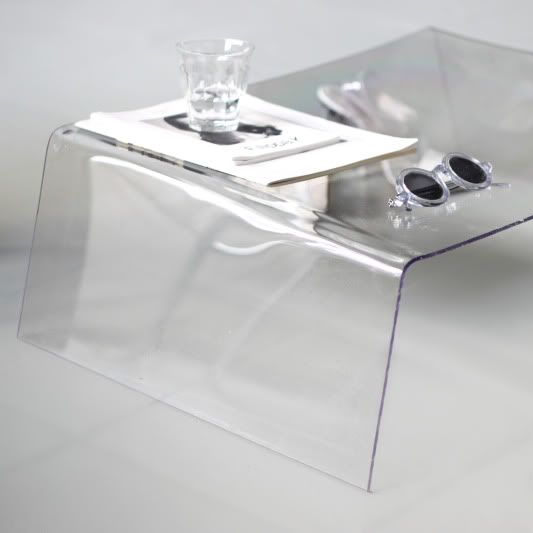 A sheet of perspex and an ordinary heat gun are used to make a simple and minimalist DIY coffee table