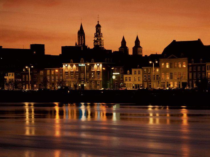 Maastricht bij avondgloren