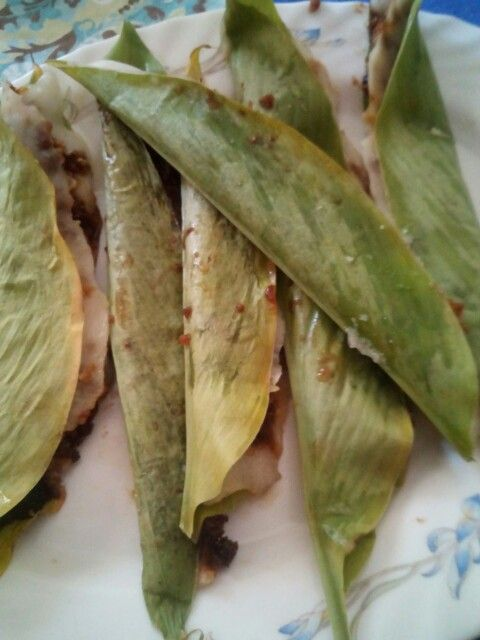 Patoleo! Rice paste  1 cup 6 turmeric leaves Filling half grated coconut Dark molasses 3 cardamons  Apply paste on leaves, fill and fold into half from center. Steam for 10 to 15 min. Remove, peel leaf off, ready to eat!