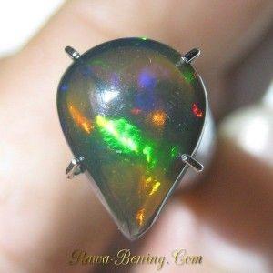 Pear Neon Green Black Opal 1.50 carat cocok untuk hadiah ke Istri
