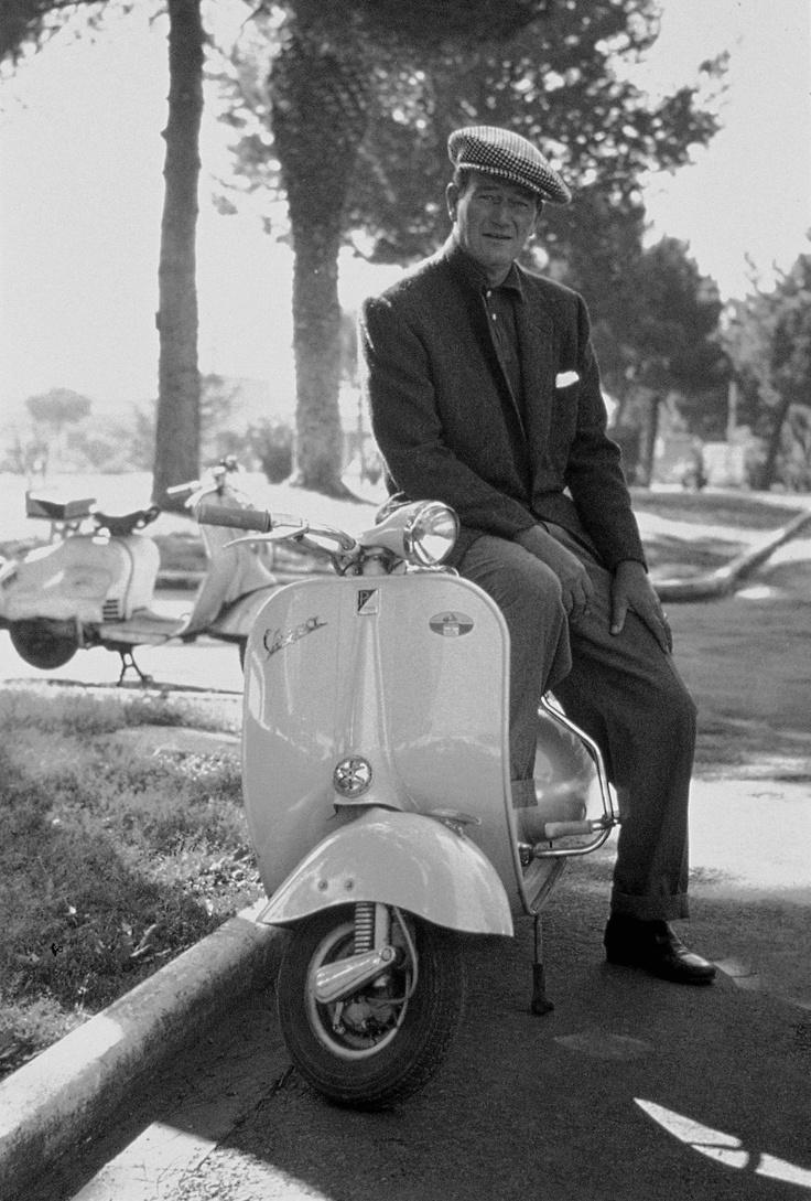 John Wayne On Vespa Motorroller Vespa Vintage Vespa Vespa Scooter