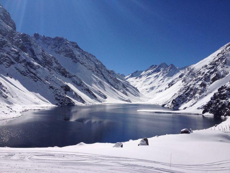 O esqui, um dos esportes radicais mais praticados, deixou há muito tempo de ser paixão apenas de nativos de países frios. Nós, aqui do Brasil, um país tropical, também temos um grande time de amantes do esporte. E para aproveitá-lo, não precisamos ir tão longe, as estações de esqui na América do Sul, podem nos...