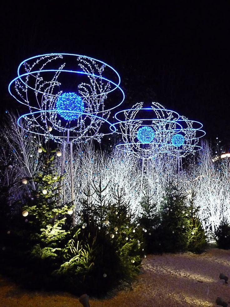 Les illuminations du Rond-Point des Champs-Élysées (Paris 8e)  http://www.pariscotejardin.fr/2012/12/les-illuminations-du-rond-point-des-champs-elysees-paris-8e-2/